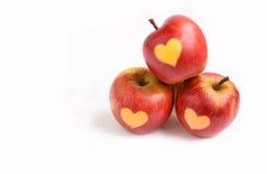 Изолированные красные яблоки с формой сердца на белой предпосылке Стоковая Фотография