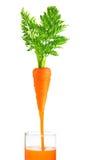 Изолированные морковь и сок Стоковое Изображение RF