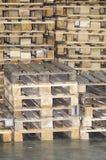 изолированные паллеты представляют белое деревянное Стоковая Фотография