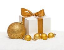 Изолированные подарок и сферы рождества Стоковые Фото