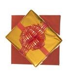 Изолированные подарочные коробки в красном цвете и золоте упаковывая, взгляд сверху Стоковое Изображение RF