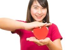 Изолированные руки сердца выставки женщины Стоковая Фотография RF
