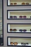 изолированные стекла греют на солнце белизна Стоковое Изображение
