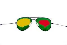 изолированные стекла греют на солнце белизна Стоковые Фотографии RF