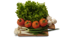 Изолированные томаты, салат, чеснок и свежий лук салата Стоковые Фото