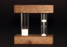 Изолированные часы с сетноой-аналогов и цифровой скоростью на черной предпосылке Стоковое фото RF