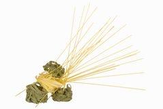 Изолированные Tagliatelle и спагетти (spagettine) Стоковая Фотография