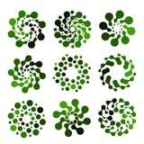Изолированный абстрактный логотип округлой формы зеленого цвета установил на белую предпосылку, простую квартиру поставленное точ Стоковые Фотографии RF