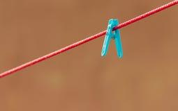 Изолированный голубой зажим Стоковая Фотография RF