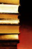 изолированный книгами стог серии стоковое изображение rf