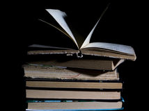 изолированный книгами стог серии Стоковые Изображения