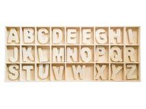 Изолированный комплект деревянного алфавита a к z в коробке Стоковые Изображения RF