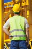 изолированный конструкцией славный работник обмундирования Стоковое фото RF
