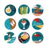 Изолированный на белой иллюстрации с комплектом значков летних каникулов в кругах Счастливые девушка и море, мороженое, коктеиль, иллюстрация штока
