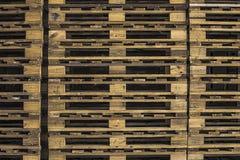 изолированный паллет представляет белое деревянное Стоковые Фотографии RF