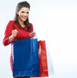 Изолированный портрет женщины покупок Белая предпосылка Счастливое shopp Стоковое фото RF