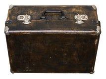 Изолированный поцарапанный винтажный чемодан Брайна на белой предпосылке Стоковые Изображения RF
