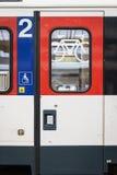 изолированный предпосылкой желтый цвет поезда знака Стоковые Фото