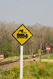 изолированный предпосылкой желтый цвет поезда знака Стоковое Изображение RF