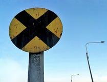изолированный предпосылкой желтый цвет поезда знака Стоковая Фотография RF