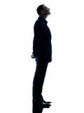 Изолированный силуэт бизнесмена стоящий Стоковые Фотографии RF