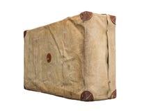 Изолированный старый винтажный пылевоздушный чемодан в крышке Стоковое фото RF