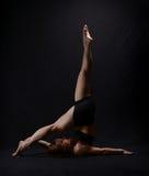 изолированный танцор представляющ белизну Стоковые Фотографии RF