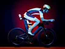 Изолированный триатлон велосипеда велосипедиста человека задействуя Стоковая Фотография