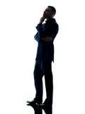 Изолированный думать бизнесмена стоя Стоковые Фото
