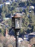Изолированный уличный фонарь в дне стоковые фото