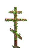 Изолированный христианский крест с цветками Стоковое Изображение RF