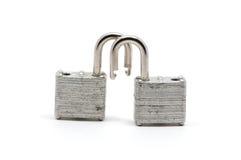 2 изолированных серебряных замка Стоковая Фотография RF
