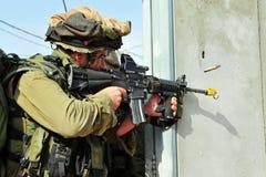 Израильские воины во время тренировки урбанской войны Стоковое Изображение RF