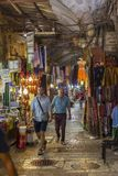 Израиль, Иерусалим, 09/11/2016 Торговая улица в старом Иерусалиме стоковое изображение