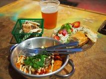 Израильские еда и пиво Стоковое Изображение RF
