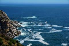 Изрезанные побережье и горы около Кейптауна Стоковые Изображения