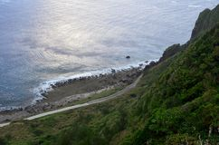 Изрезанный ландшафт северозападного побережья острова орхидеи Lanyu стоковое фото rf