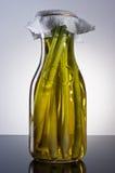 Изумительное душистое tangy домодельное настоянное оливковое масло травы лимона Стоковая Фотография RF