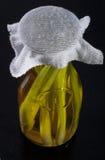 Изумительное душистое tangy домодельное настоянное оливковое масло травы лимона Стоковые Изображения RF