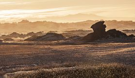 Изумительно красивый ландшафт на заходе солнца бесплатная иллюстрация