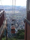 Изумительный взгляд Боготы с кабел-краном стоковые изображения rf