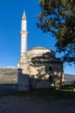 Изумительный взгляд захода солнца мечети Fethiye в замке города Янины, Epirus, Греции стоковая фотография rf