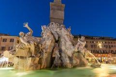 Изумительный взгляд ночи аркады Navona в городе Рима, Италии Стоковая Фотография RF