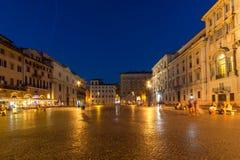 Изумительный взгляд ночи аркады Navona в городе Рима, Италии Стоковое Изображение