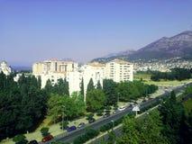 Изумительный взгляд от балкона бар, Черногория, море, горы и здания города Стоковые Изображения