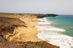 Изумительный взгляд пляжей Лансароте и песчанных дюн в Playas de Papagayo, Косте del Rubicon, Канарских островах Стоковые Изображения RF