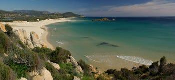 изумительный взгляд Сардинии chia пляжа Стоковые Изображения