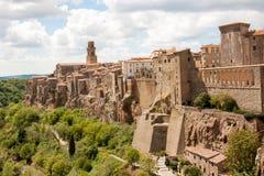 Изумительный взгляд старого городка Pitigliano стоковые изображения rf