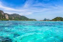 Изумительный взгляд Phi Дон Phi Koh залива в море andaman Koh p острова Стоковое Изображение