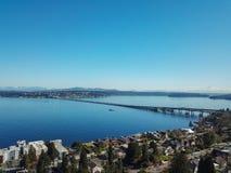 Изумительный вид с воздуха Lake Washington стоковые изображения rf